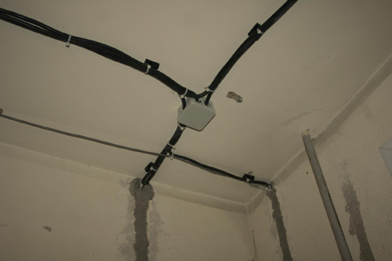 Правила крепления проводов и кабелей при прокладывании электропроводки