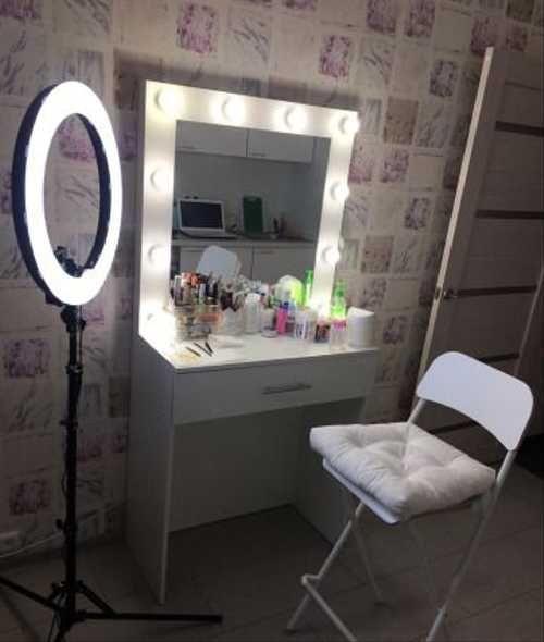 Туалетный (гримерный) столик с зеркалом и подсветкой