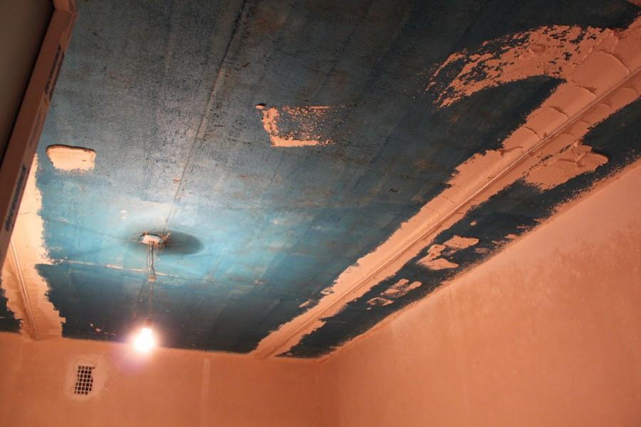 Штукатурим потолок сами