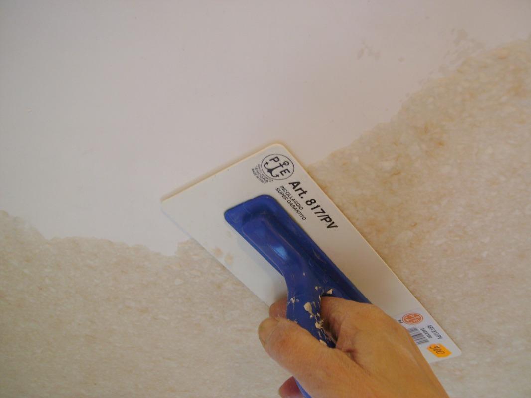 Как клеить жидкие обои — на стену, потолок, пошаговая инструкция, фото