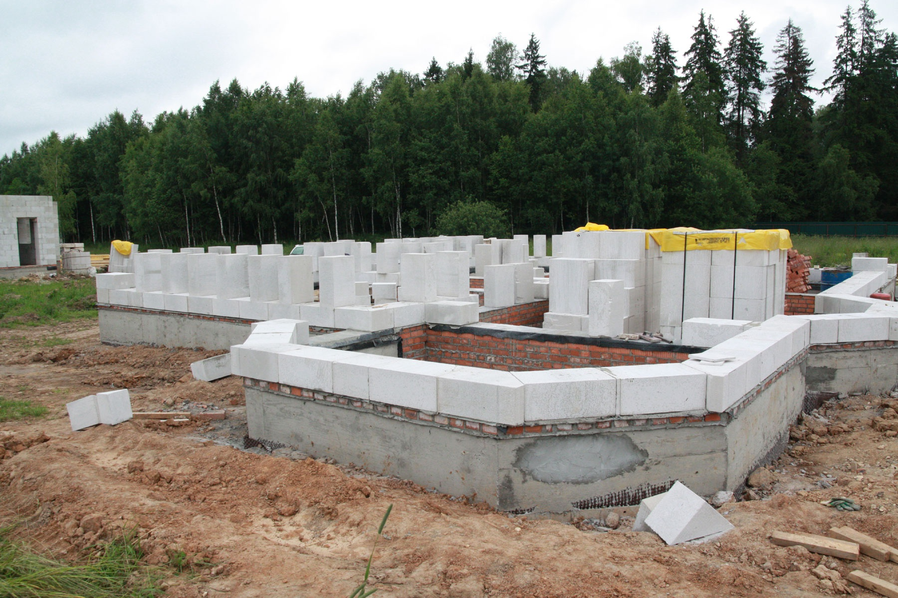 Выбор и размеры фундамента под дом из пеноблока