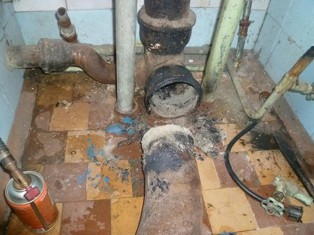 Как расчеканить чугунную канализацию