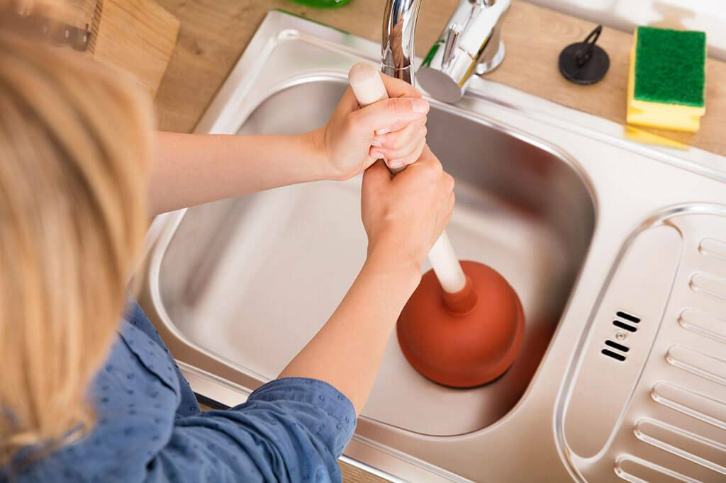 Почему нужно как можно быстрее устранить запах от канализации