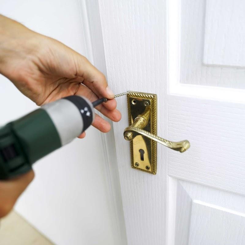 Как отремонтировать входную дверь своими руками