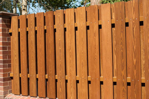 Решаем каким сделать забор из дерева