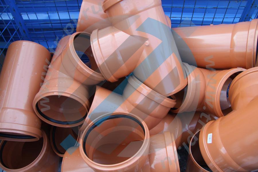 Как установить пластиковую канализационную трубу диаметром 250 мм
