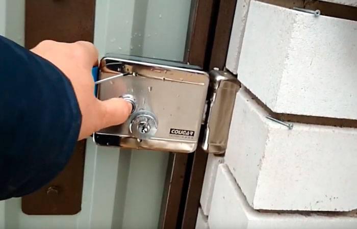 Как установить электромеханический замок на калитку своими руками