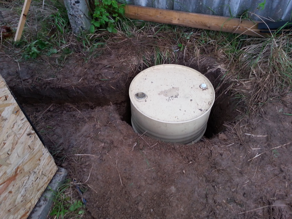 Как сделать выгребную яму из бочки для дачного туалета