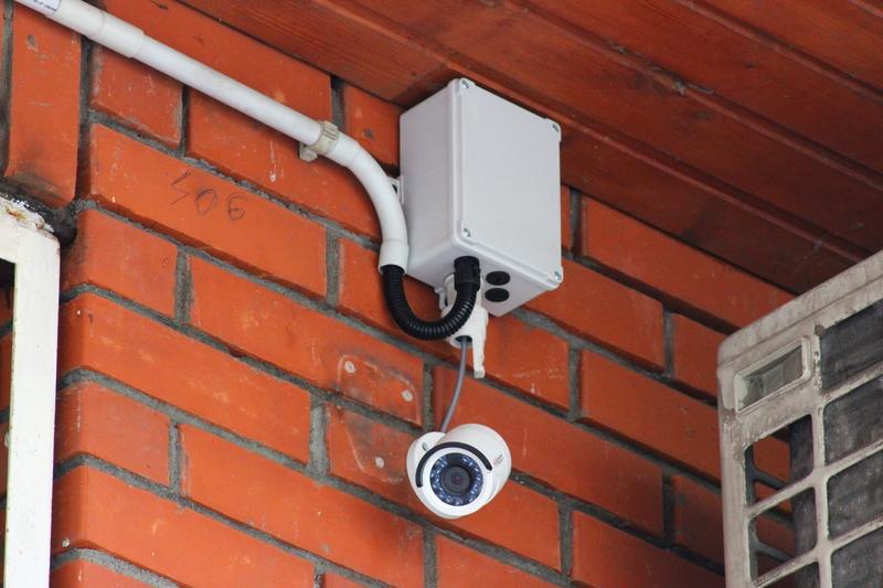 Как правильно ставить камеры видеонаблюдения в многоквартирных домах