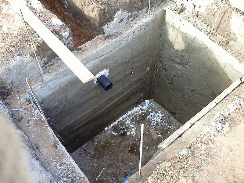 Особенности строительства выгребной ямы для дачи