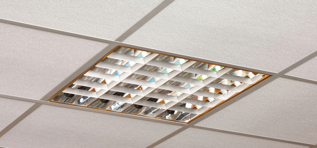 Замена лампы дневного света в потолочном светильнике