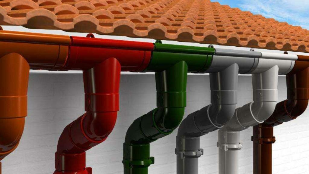 Преимущества и недостатки пластиковой водосточной системы