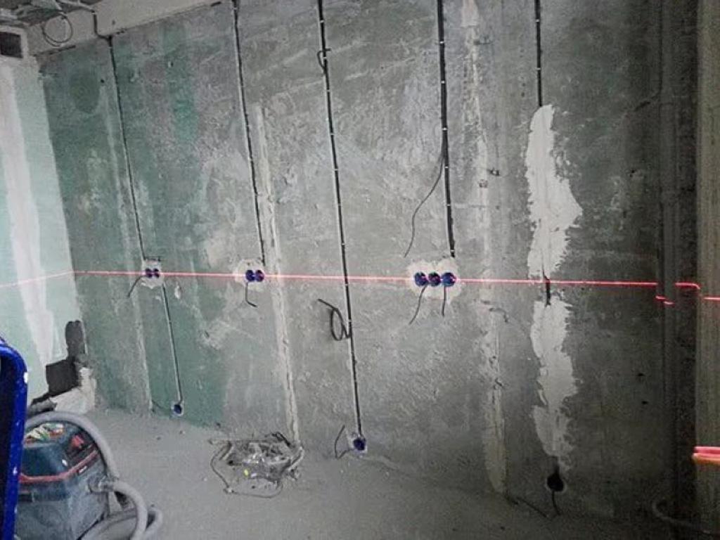 Штробление стен под проводку в панельном доме