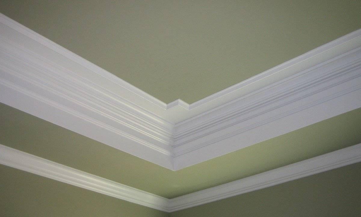 Как отделать молдингами стену и потолок