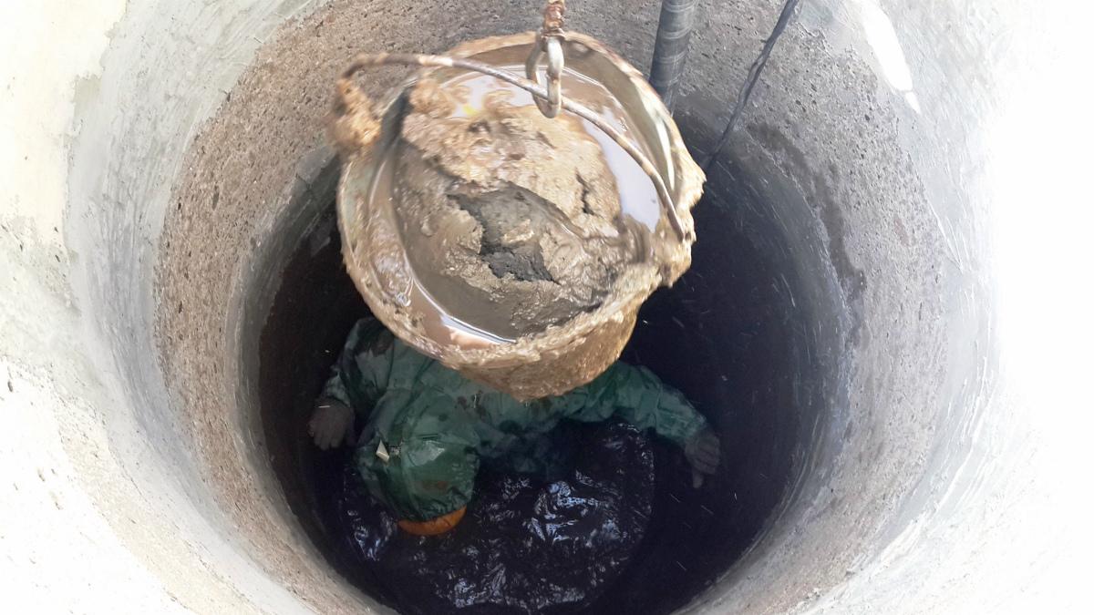 Очистка выгребной ямы в частном доме химическими средствами без откачки