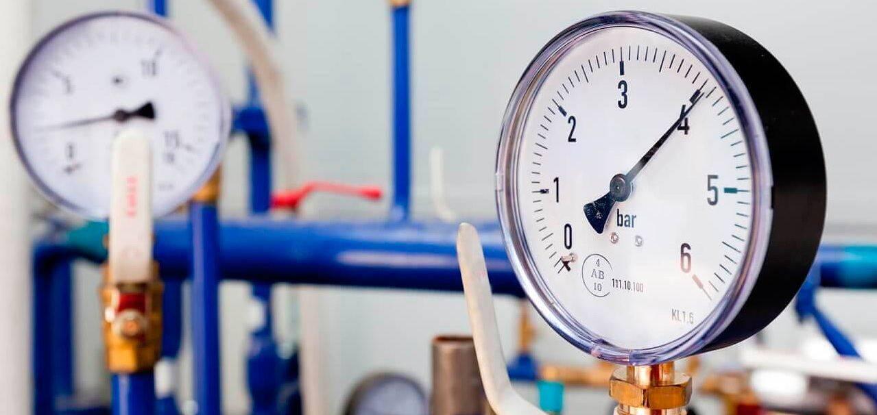 Какое давление воды должно быть в системе водоснабжения частного дома и как его отрегулировать