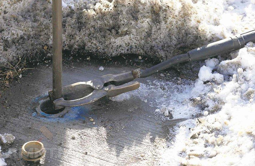Эффективные способы отогрева замерзшего водопровода под землей