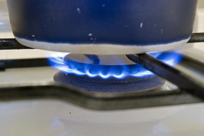 Причина почему газ начинает гореть красным или оранжевым цветом