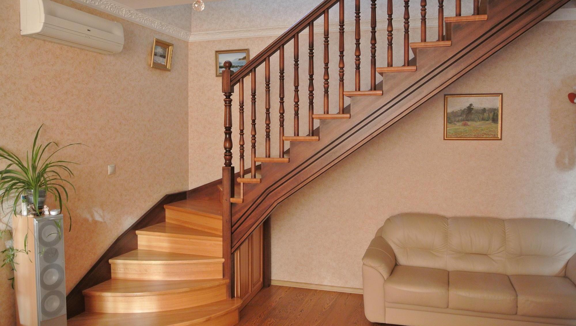 Как отделать лестницу на второй этаж в частном доме