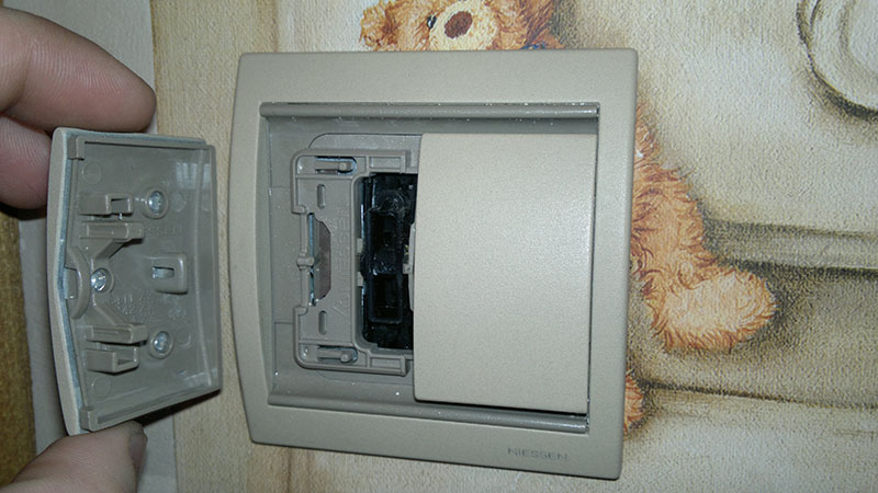 Порядок разборки выключателей света: одно-, двух- и трехклавишные выключатели