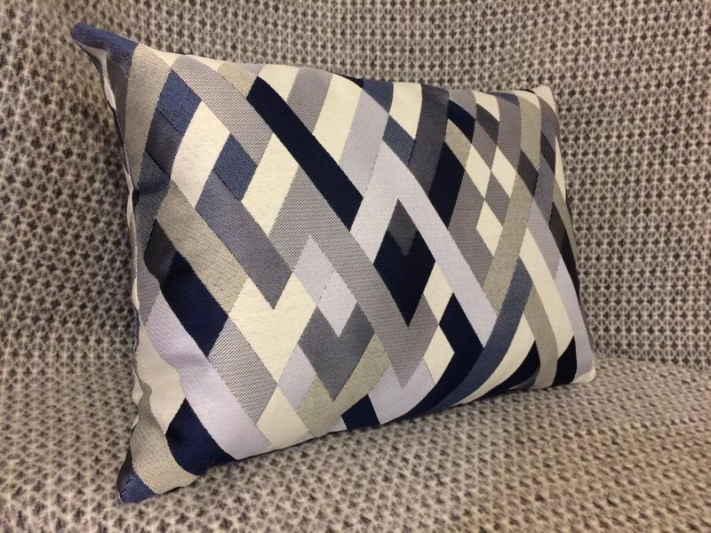 Подушка из скотча – неожиданное дизайнерское решение!