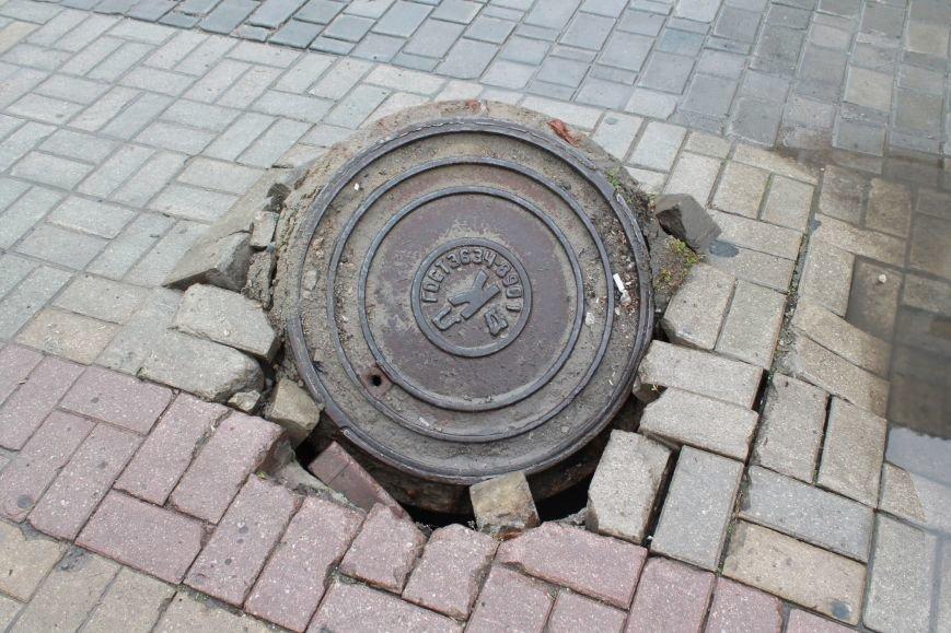 Как замаскировать и украсить канализационный люк