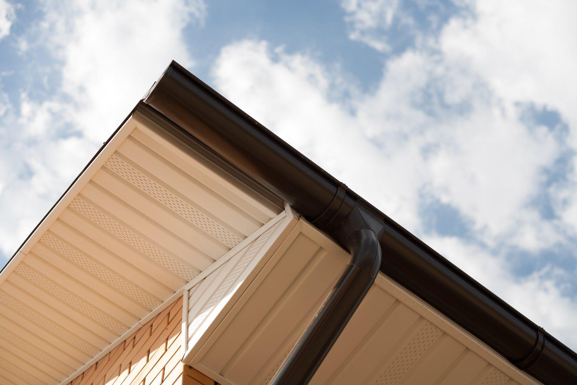 Как сделать подшивку свеса крыши своими руками