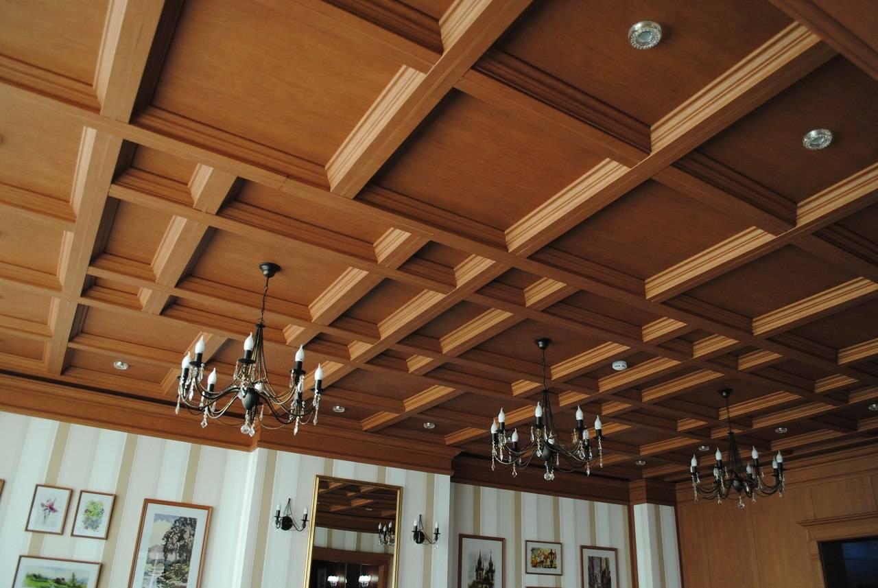Монтаж потолка в деревянном доме своими руками