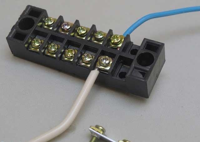 Конструкция и технические характеристики соединительных электрических колодок