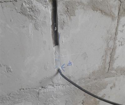 Способы крепления проводов в штробе перед штукатуркой