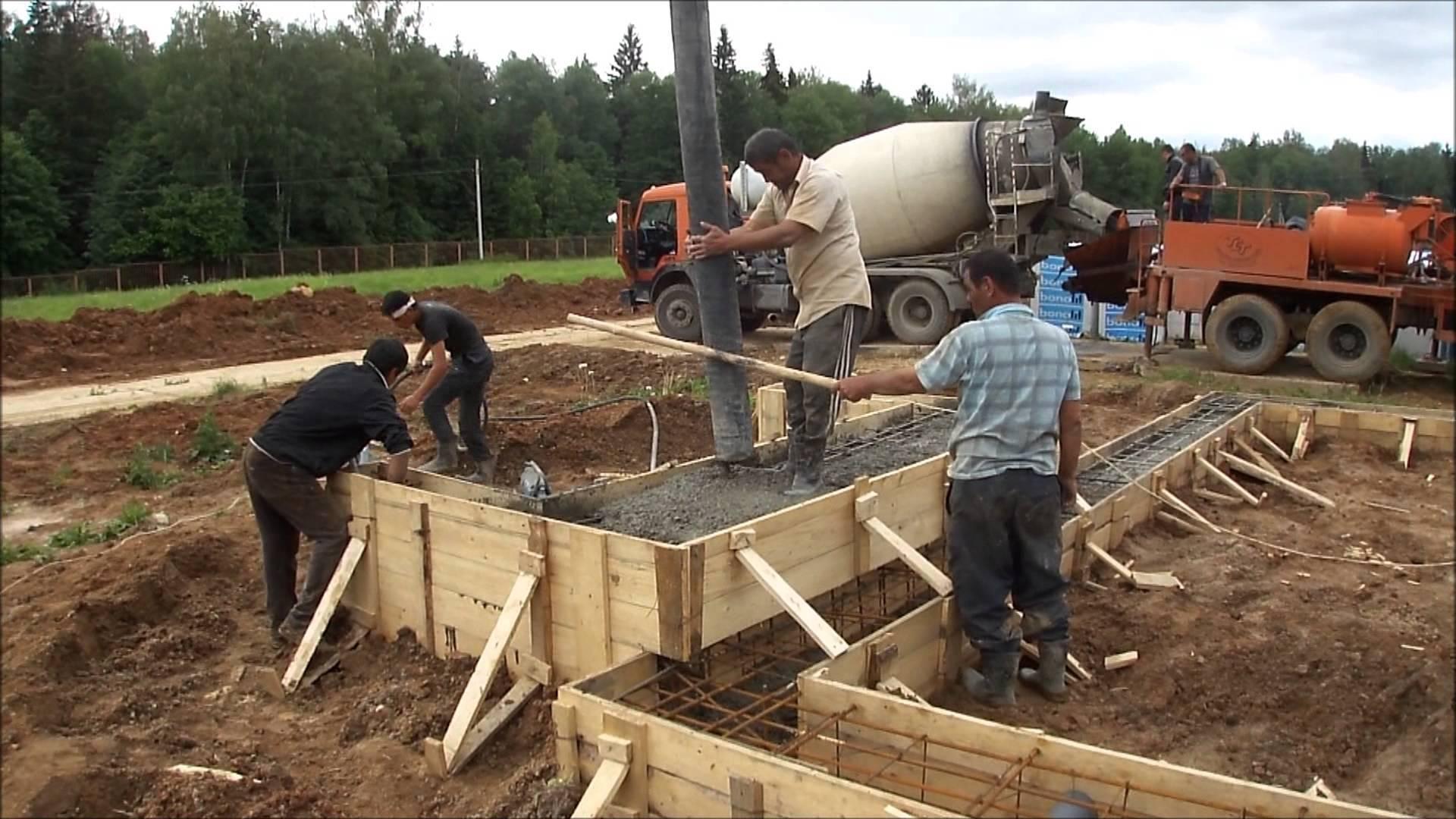 Как правильно залить фундамент под дом своими руками