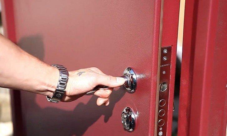 Как отрегулировать входную дверь: из металла, ПВХ