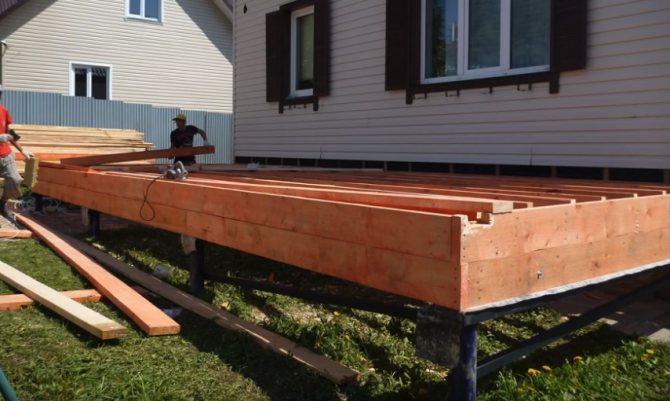 Как лучше построить веранду из бруса своими руками