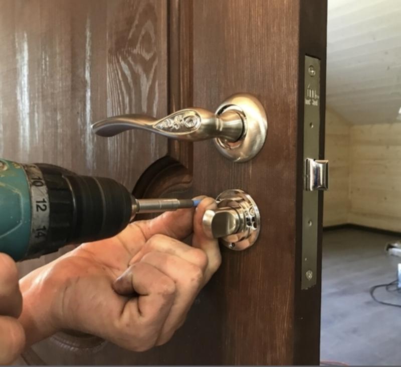 Установка замка в межкомнатную дверь своими руками