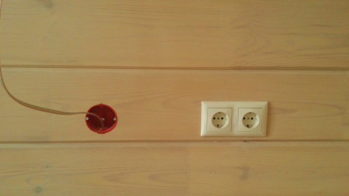 Металлические подрозетники для скрытого монтажа в деревянном доме