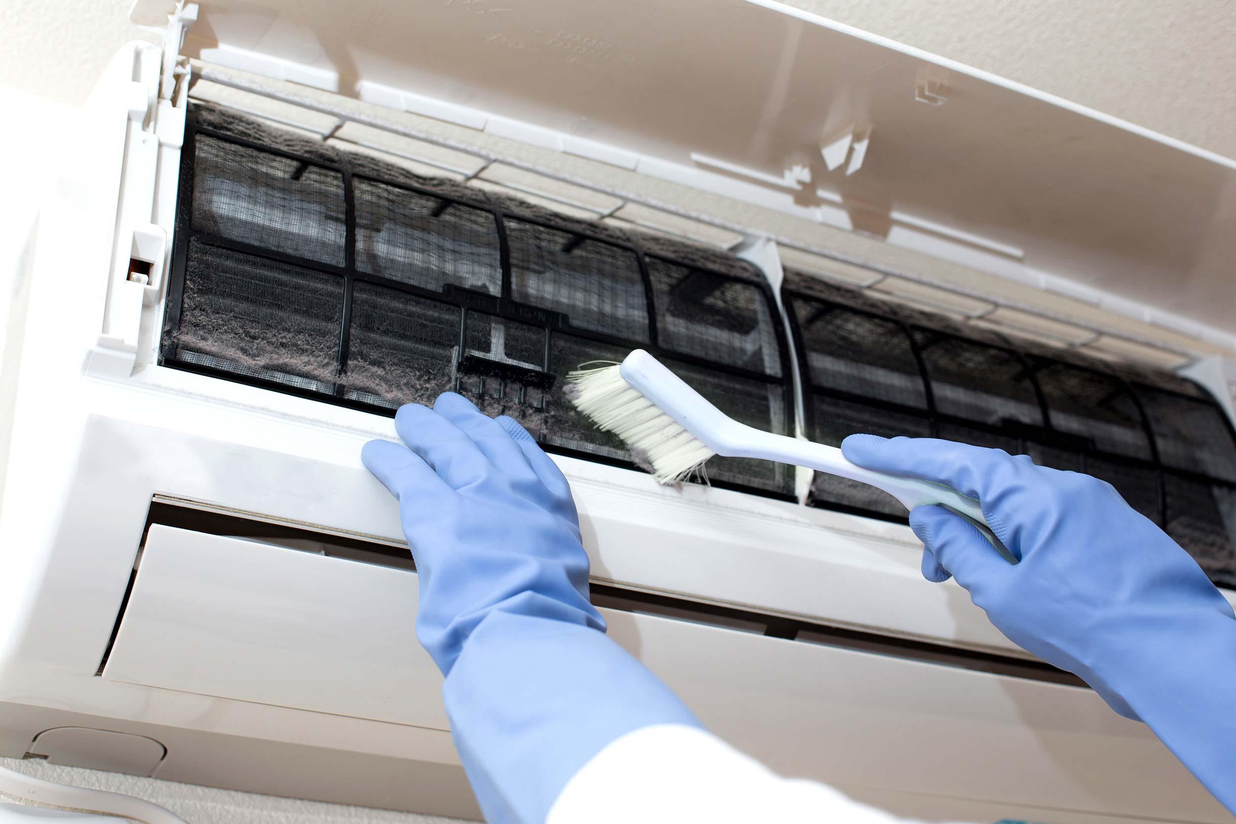 Сравнение затрат на самостоятельную чистку кондиционера и чистку в обслуживающей фирме