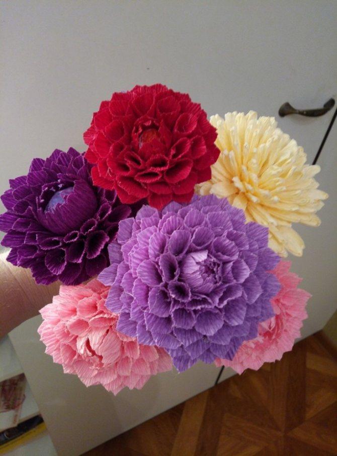 Как сделать цветы из гофробумаги (60 фото)