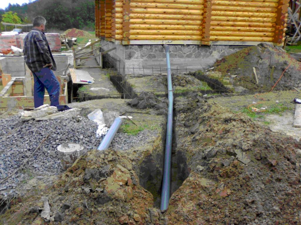 Выход канализации из частного дома