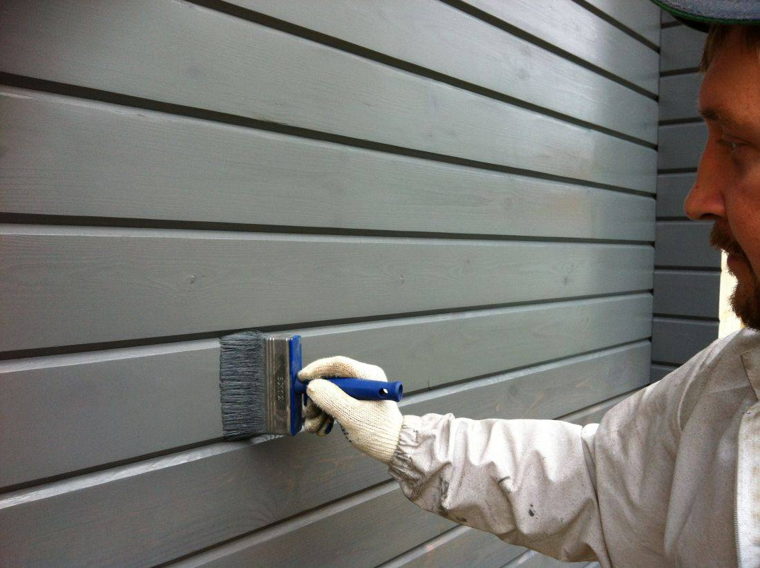 Как правильно покрасить деревянный дом снаружи качественно и надолго