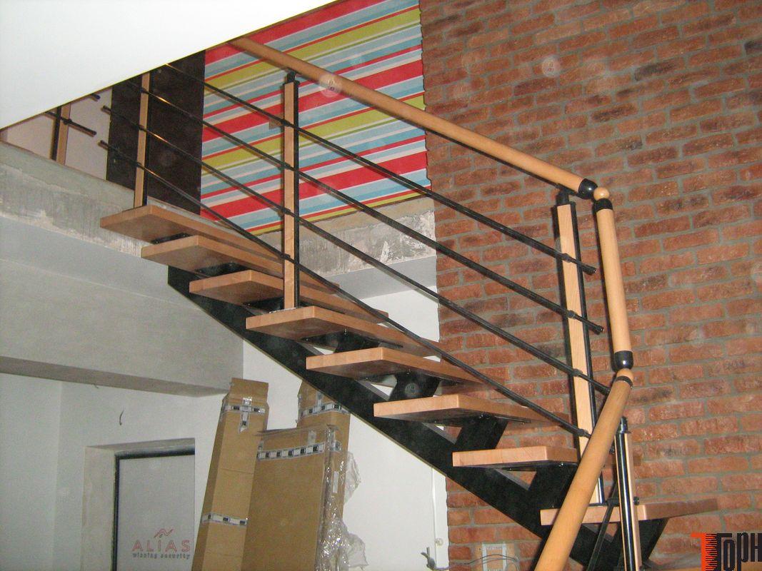 Как обшить металлическую лестницу деревом своими руками