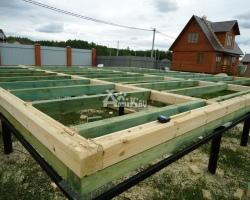 Как построить свайный дом из бруса своими руками