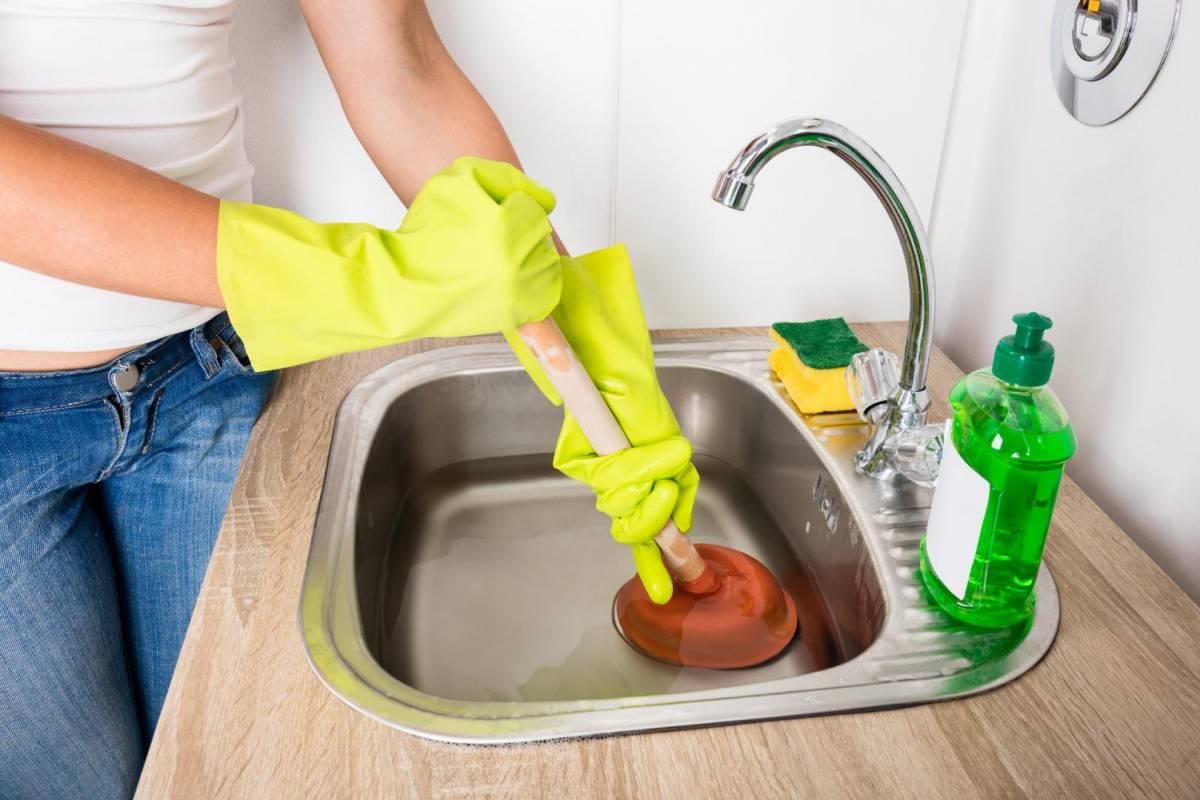 Как прочистить унитаз в домашних условиях своими руками