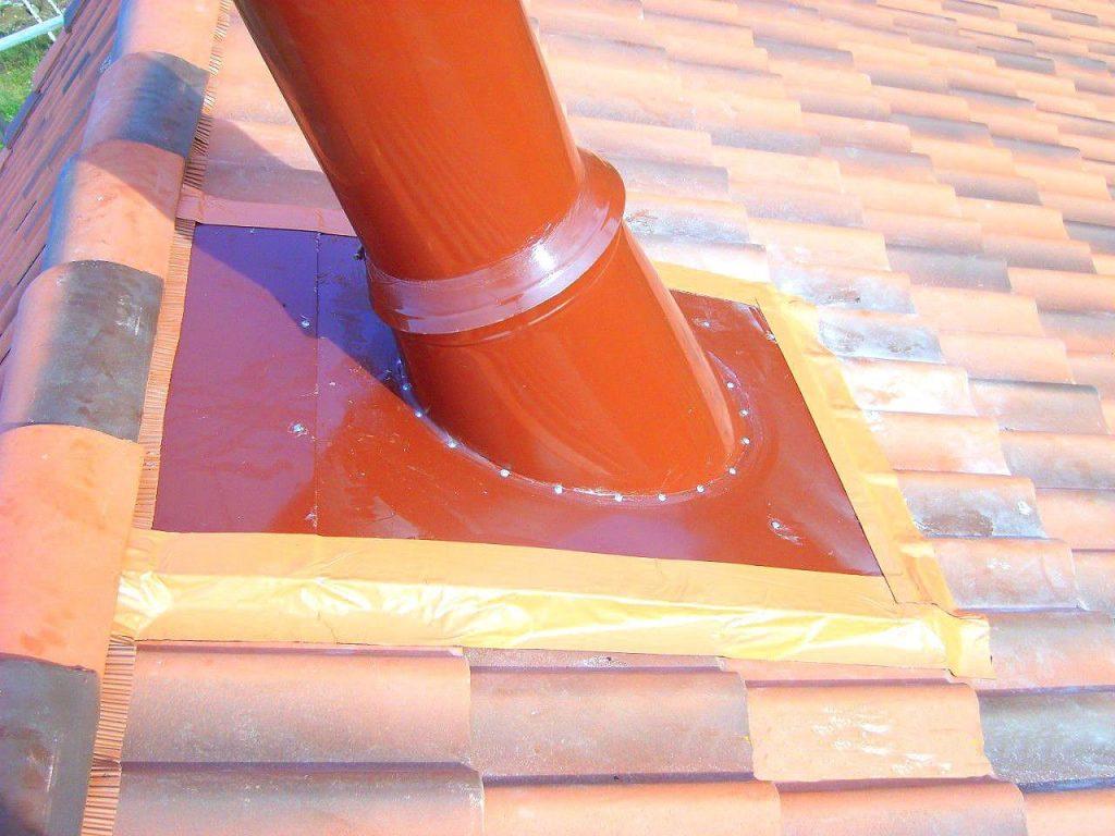 Герметизация печной трубы на крыше из профнастила — основные методы и пошаговая инструкция