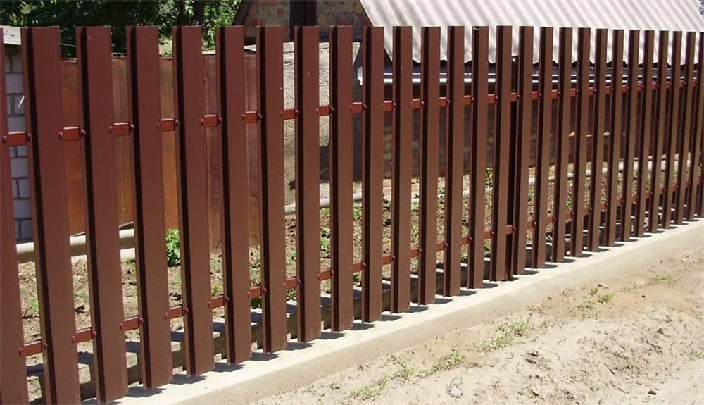 Забор из металлического штакетника (евроштакетника) своими руками