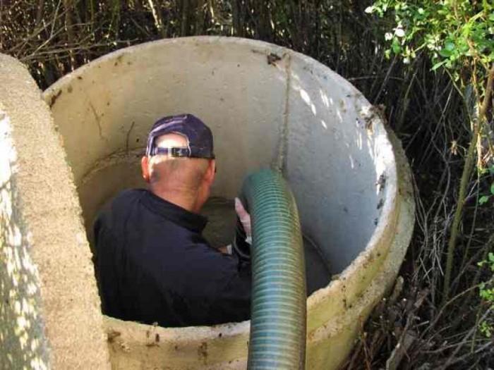 5 распространенных способов очистки выгребной ямы от ила