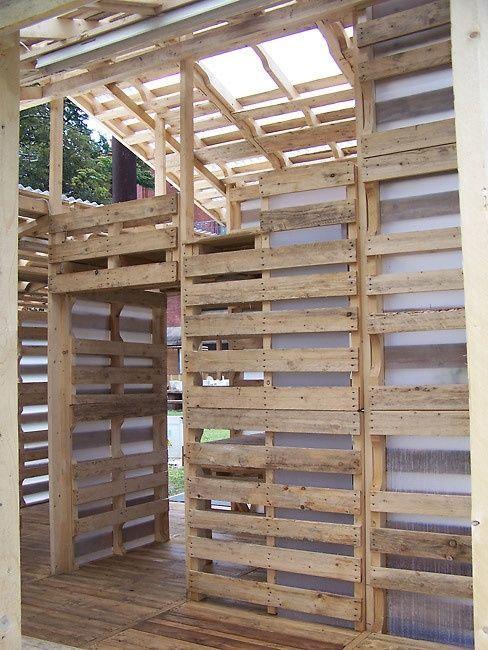 Как построить домик из поддонов своими руками