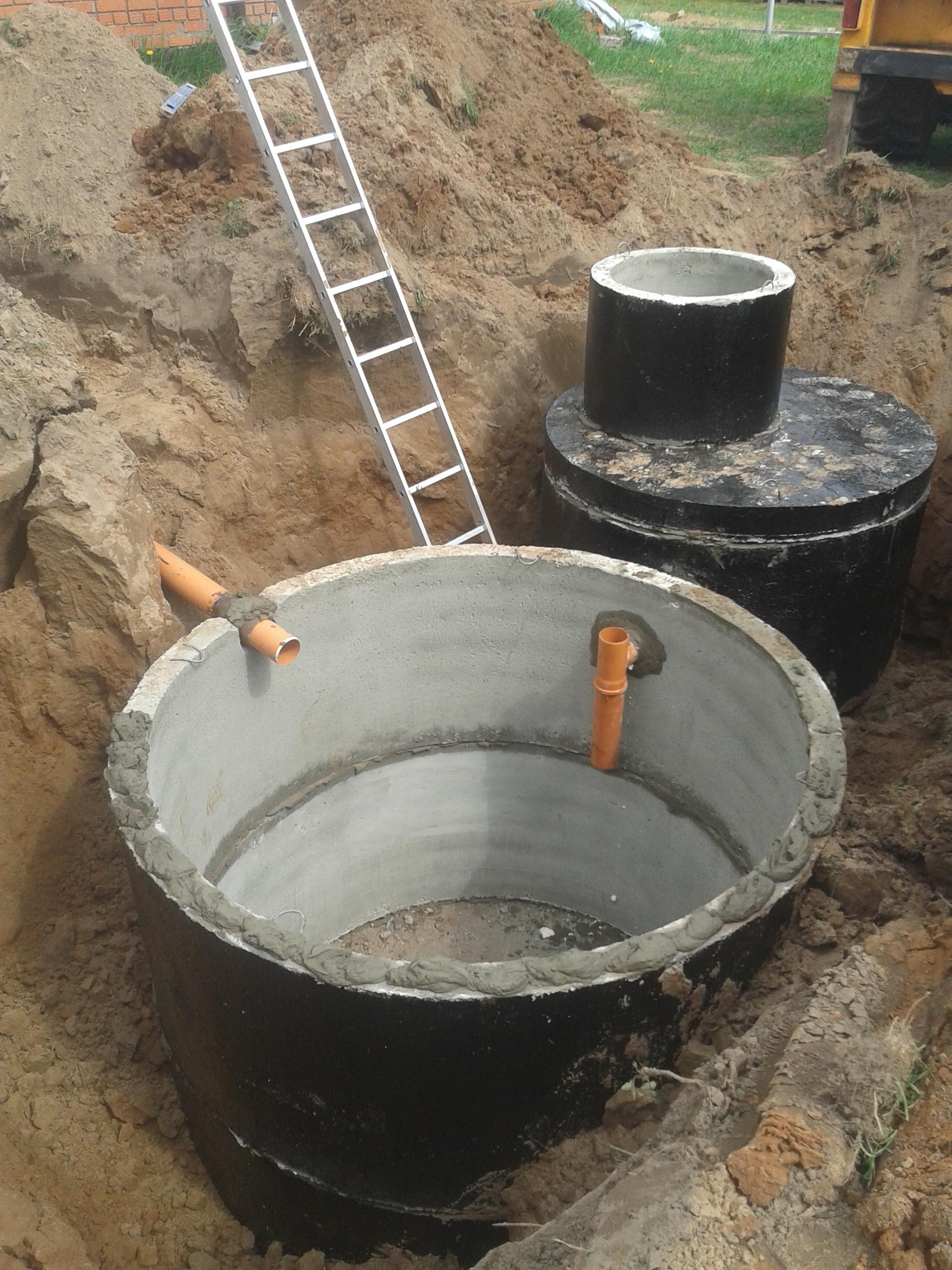 Как правильно построить выгребную яму из колец